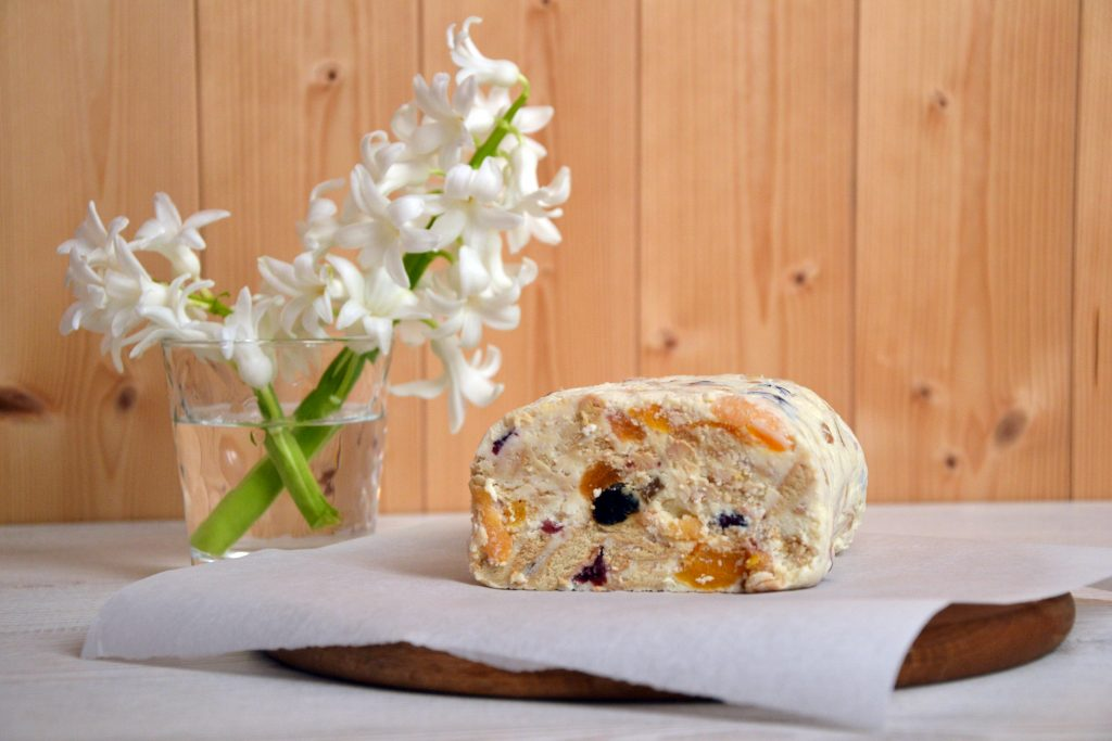 Curd Cheese Bars with Dried Fruit
