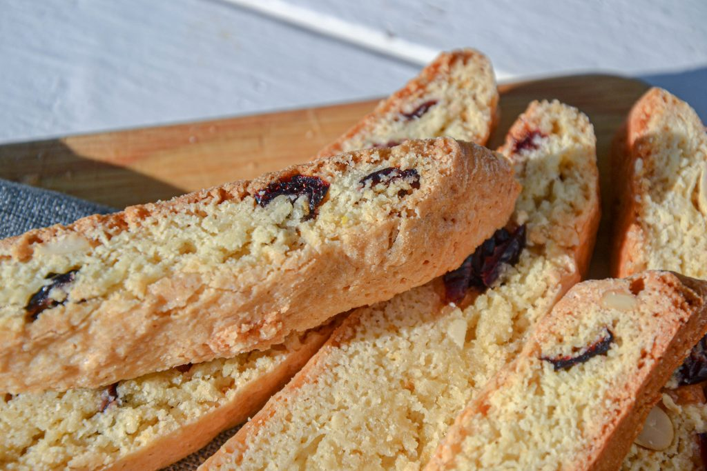 Trapūs sausainiai (biscotti) su spanguolėmis