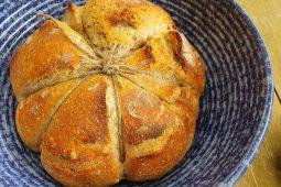 Kaip aš kepiau savo pirmąją klasikinę natūralaus raugo (sourdough) duoną?