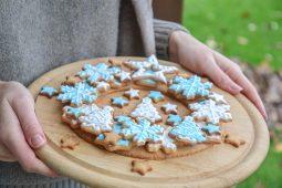 Saldžios dovanos. Kalėdų vainikas iš sausainių