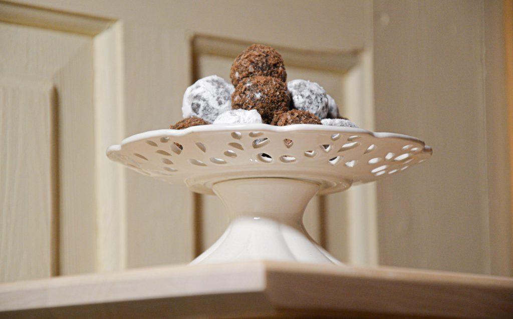 Šokoladiniai kreminio sūrio namuose gaminti triufeliai