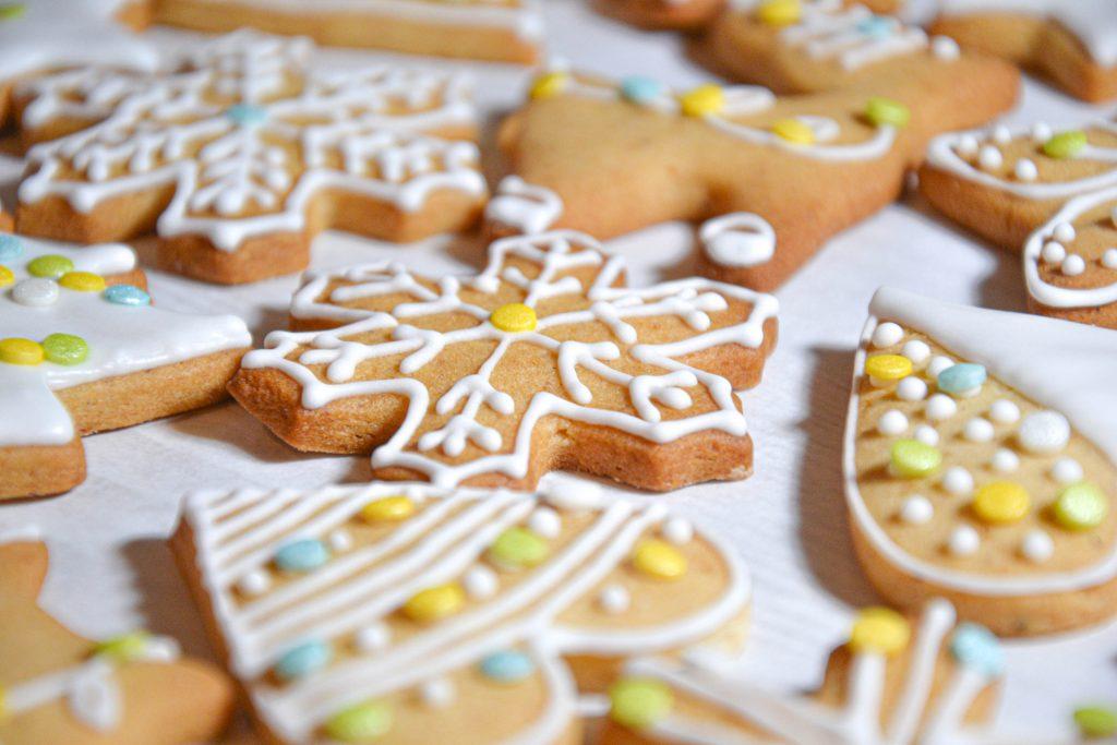 Dekoruoti kalėdiniai sausainiai