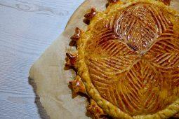 Sluoksniuotos tešlos – Trijų karalių – pyragas su migdolais