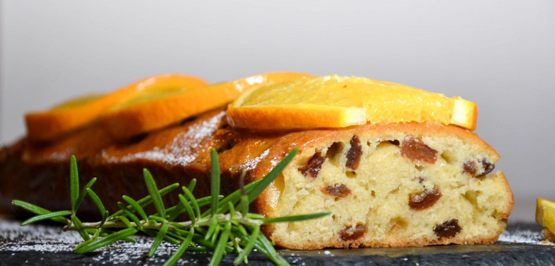 Citrininis keksas su apelsininiu glajumi ir apelsinų griežinėliais
