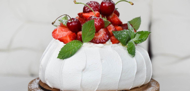 Pavlovos tortas su maskarponės kremu ir braškėmis